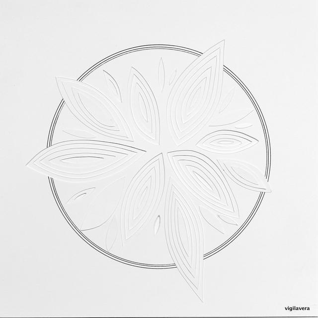 Reliefcirkel Flora Bianca (2016) 20x20 cm. Pris 300 kr.